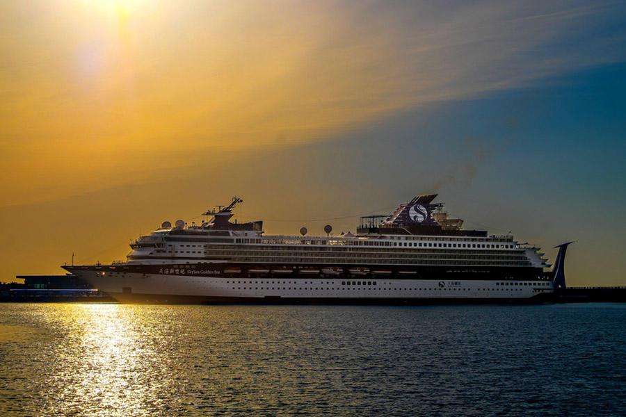 Grand Restaurant ---Skysea Cruise Ship